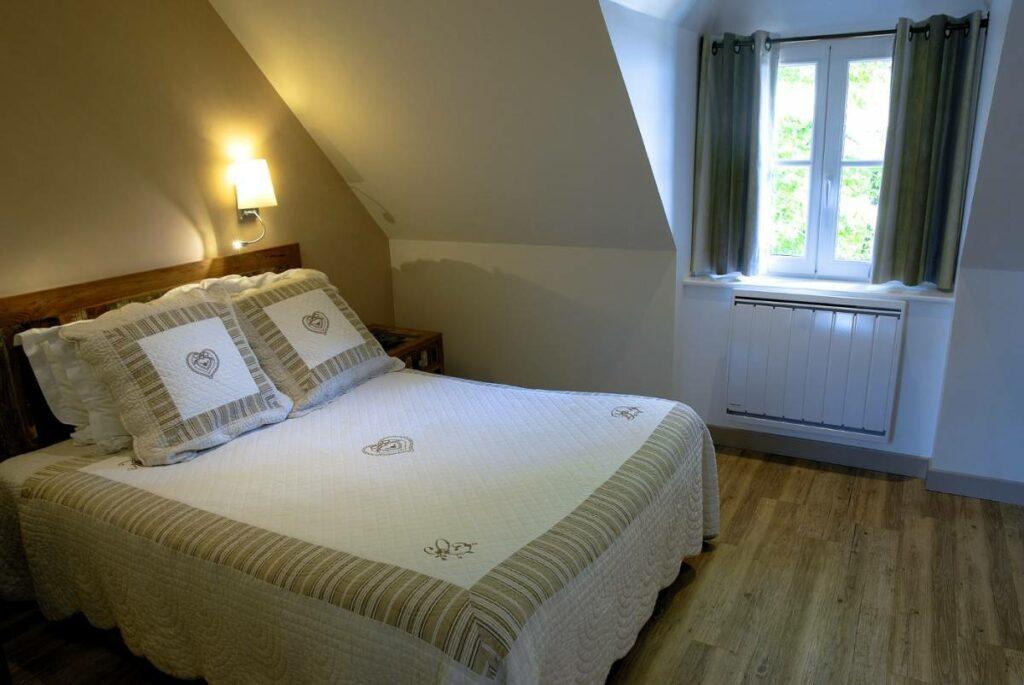 Ma chambre supérieure, la n12, gentiment offerte par Dominique du Kastell Dinec'h*** à Tréguier en Bretagne