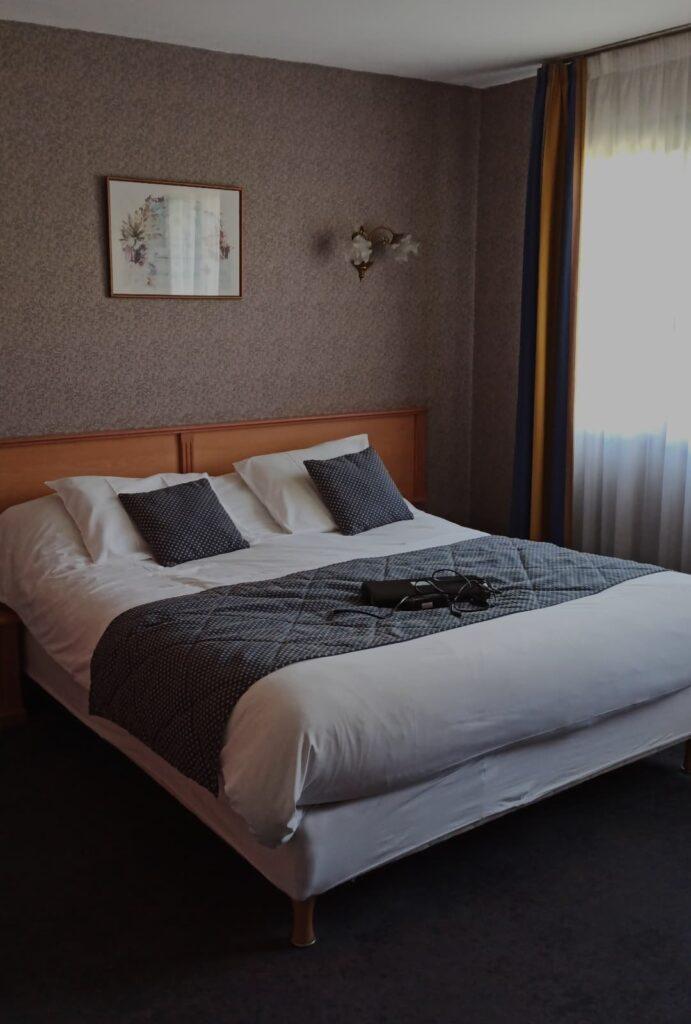 Une chambre confortable pour un voyage en itinérance à vélo sur la Vélomaritime en Bretagne