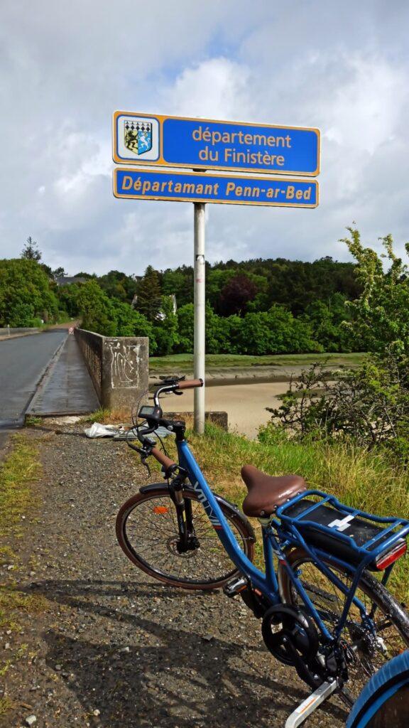 Je passe des Côtes d'Amor au Finistère par le tracé de la Vélomaritime