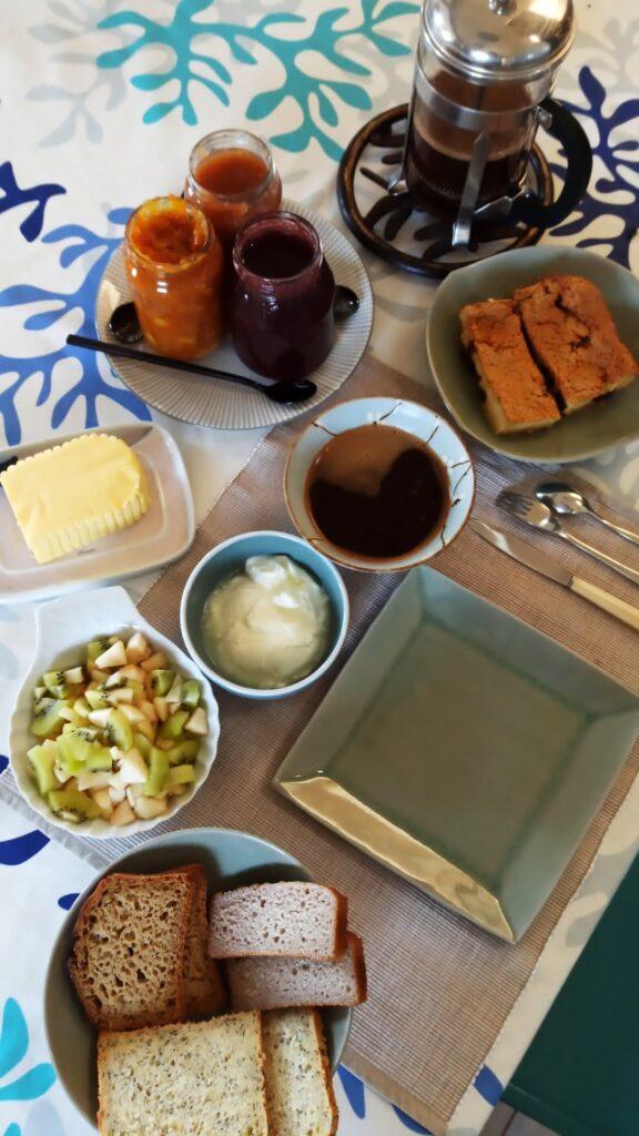 Petit déjeuner de qualité à Primavel avant de repartir pour mon voyage itinérant à vélo sur la Vélomaritime en Bretagne